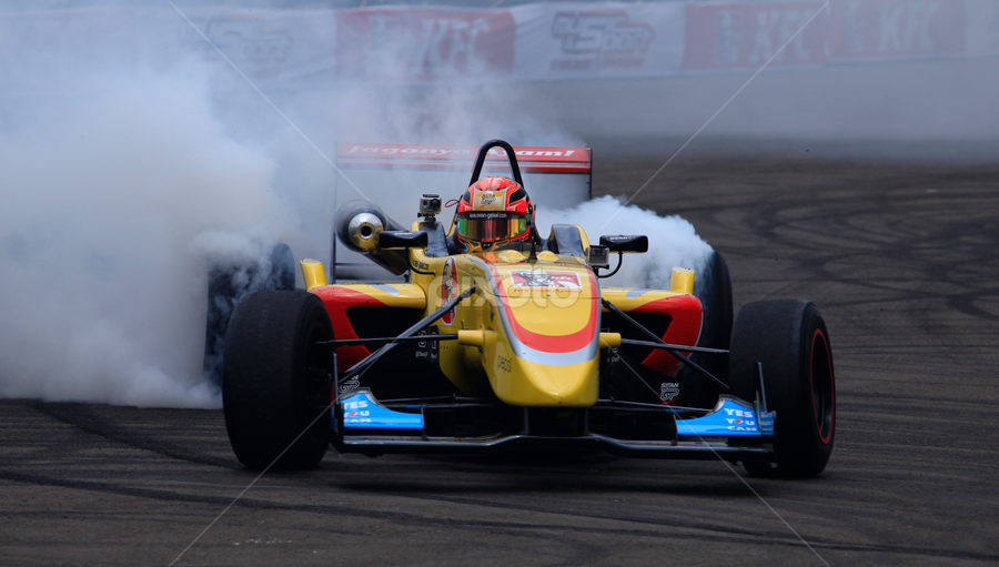 Burn Out by Tommy Rinaldi - Sports & Fitness Motorsports ( tyre, formula 3, burn )