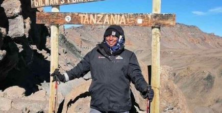 WATCH Ukhozi FM's Mroza gets a hero's welcome after conquering Kilimanjaro