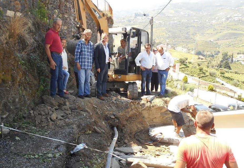 Ângelo Moura visita obras de reconstrução de muros em Cambres