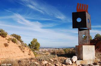 """Photo: Art al Ras, obra """"l'Espant"""" camí de Gandesa a Bot"""
