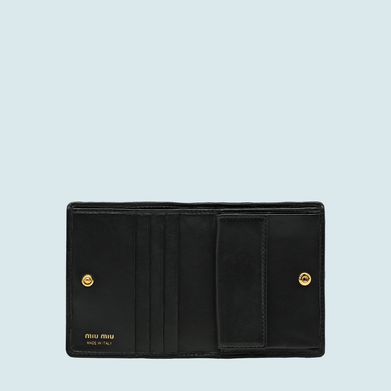 9. กระเป๋าสตางค์แบรนด์ Miu Miu 02