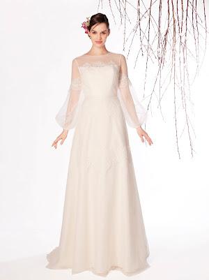 Robe de mariée Eclat bohème chic en dentelle fine avec des manches longues bouffantes transparentes