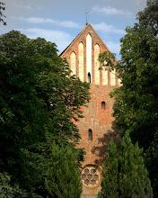 Photo: Dorfkirche in Wattmanshagen aus dem 13. Jahrhundert an der A19  Bartold Glüer als Pastor in Wattmannshagen 1749 eingeführt. Zu seiner Zeit bekommt die Kirche in Wattmannshagen eine vom Rostocker Valentin Schultz gegossene Glocke.  Er starb an Schlagfluss. Sein Nachfolger wird Zacharias  Susemihl.