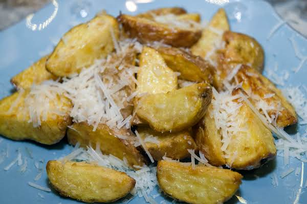 Side Essentials: Dill-flavored Golden Potatoes Recipe