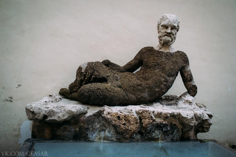 Памятник на улице Бабуино, Рим