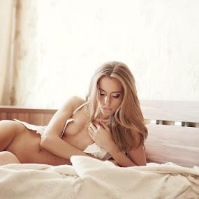 I'm waiting... by Павел Рыженков - Nudes & Boudoir Boudoir ( erotic, interior, girl )