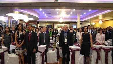 Photo: Nghi thức chào Quốc Kỳ Mỹ-Việt cùng một phút mặc niệm tưởng nhớ Giáo Sư và Sinh Viên Luật đã qua đời.
