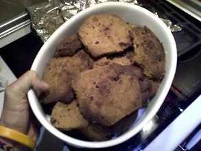 Photo: Coge una galleta, Neo, te van a encantar. Después buscaremos la respuesta. ¡Cuidado con el jarrón!