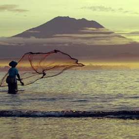 The Nelayan by Dede Dewi - Landscapes Beaches ( menjaring, bali, sanur, beach, nelayan )