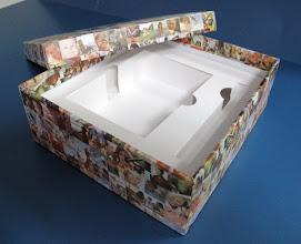 Photo: Caixa (2) especial com berço para objetos (neste caso, uma caneta e agenda).