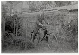 Photo: 1935 Frans Nooyens, in achtertuin van het woonhuis  Liesbosstraat 6   (de muur behoorde tot de vroegere schuurkerk achter Liesbosstraat 8)