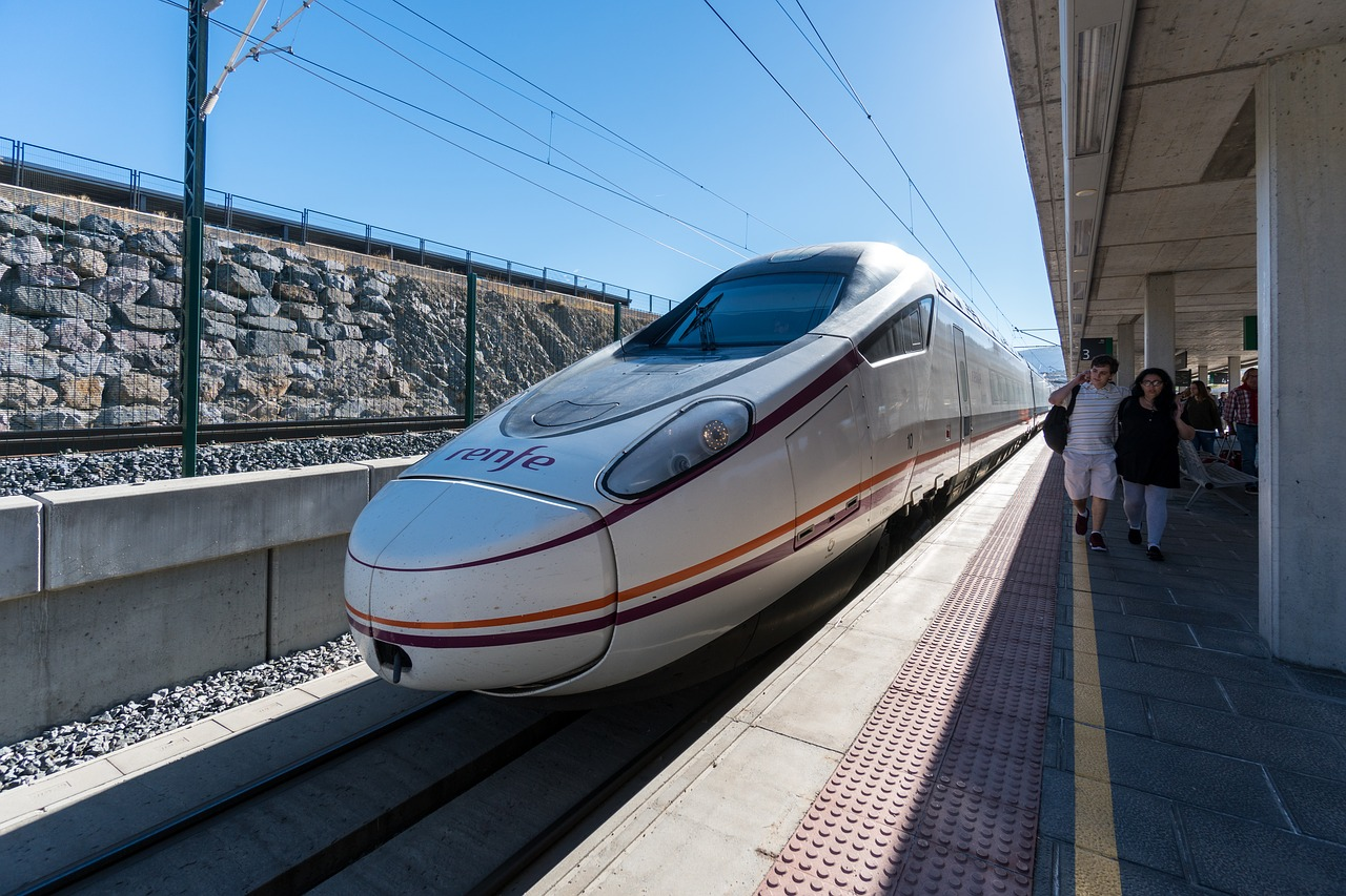 high-speed-train-1814018_1280.jpg