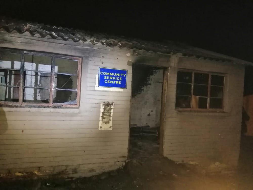 KYK | Polisiestasie naby Unizulu het te midde van voortdurende betogings - SowetanLIVE - getwiet