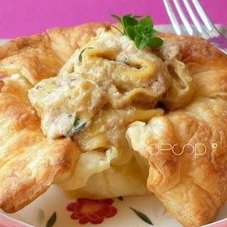 Basket Tortelloni (With Artichokes) In Walnut Sauce.