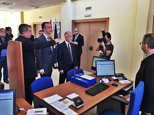 La polic a nacional abre una oficina de documentaci n y for Oficina nacional de deportes