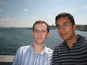 Photo: 6 Eylül 2008 - İstanbul'da Murat'la, Volkan'a asker ziyaretine gidiyoruz. Ben oldukça yanmışım Murat'la aramızda bariz ton farkı var.