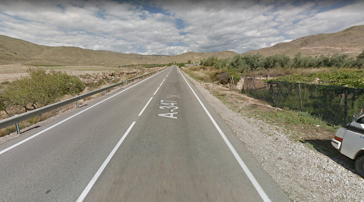 Cortada la carretera A-347 a su paso por Berja al incendiarse un camión