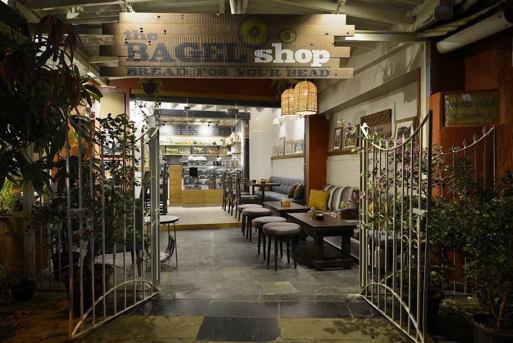 best-pet-friendly-cafe-mumbai-the-bagel-shop_image