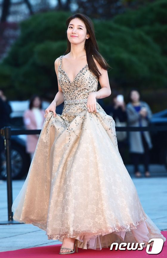 suzy gown 7