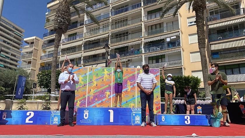Entrega de trofeos junto al Puerto Deportivo de Aguadulce.