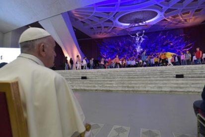 Thượng Hội đồng 2018: Đức Thánh Cha và giới trẻ trong gặp gỡ trong Đại sảnh Phaolo VI