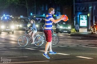 Photo: Sport: Frisbee auch Flugscheibe genannt eignet sich besonders auf Straßenkreuzungen und bei guter Beleuchtung durch die Polizei. Fotosammlung von Menschen & Sport: goo.gl/B1OsX8