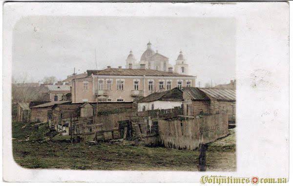 1915, Вид на костел