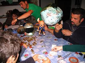 Photo: AMOTOnamiento 2007 Recuento de la GARRAFA: Hete aquí la técnica de extracción. Por si alguien pensaba que la abríamos a martillazos.