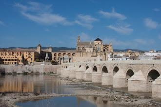 Photo: Die römische Brücke mit dem Torre de la Calahorra
