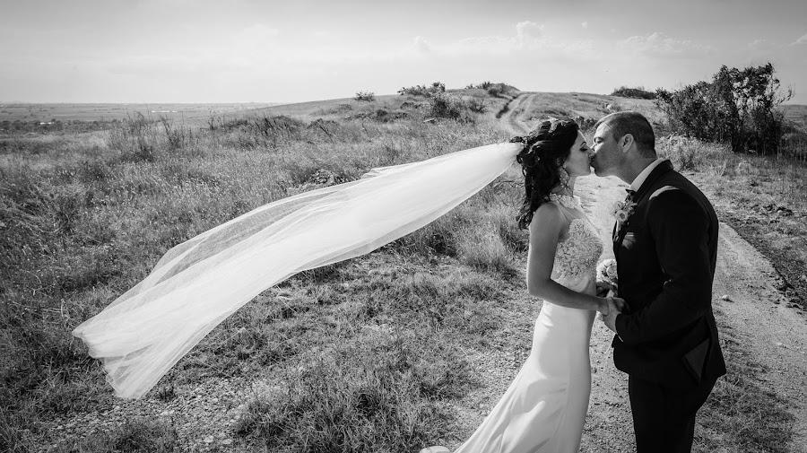 Wedding photographer Deyan Romanov (dromanov). Photo of 23.11.2018