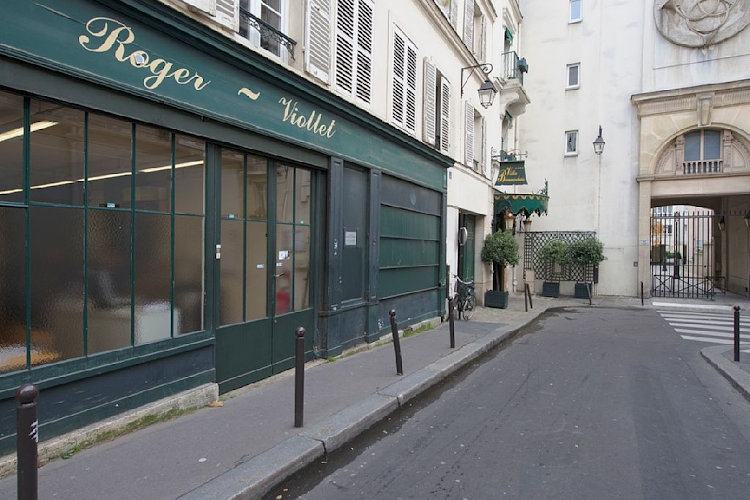 shops near Saintonage Marais-the village charm!