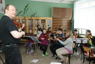 Photo: Репетицию средней группы (B-orkester) ведёт Тёррис Кулёен Бакке (Tørris Koløen Bakke) - концертирующий артист, преподаватель, компетентный и авторитетный музыкальный деятель.
