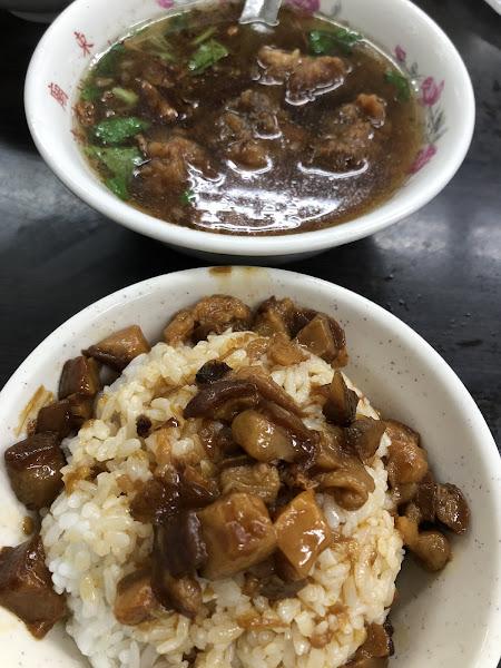 魯肉飯太油,排骨湯好吃
