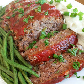 "Meatloaf, Cauliflower Mashed ""Potatoes"" & Roasted Green Beans."