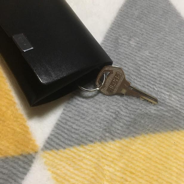 鍵を持ち歩くのを忘れちゃうので、所作のコインケースに強引に取り付けてみた