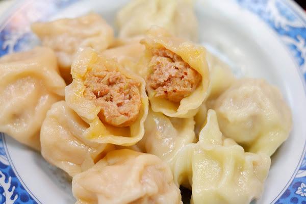 【板橋】:二哲家 ♥ 水餃太讚了!皮Q肉鮮,渾圓飽滿湯汁又多,超罕見紅蘿蔔口味必吃