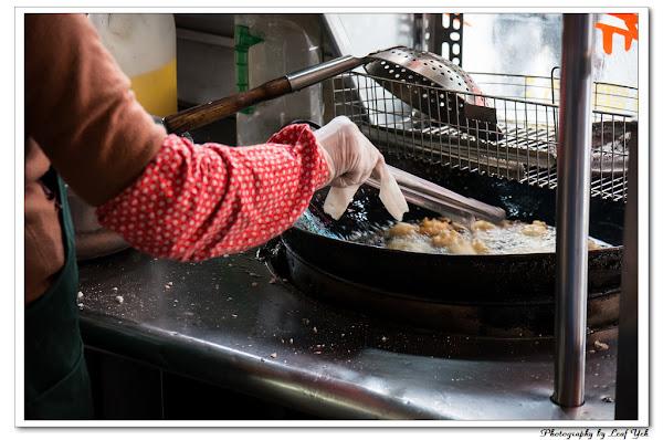 酷似炸麻糬、炸湯圓的特色小吃。古月館古早味糯米炸 / 彰化市民生路