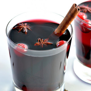 mulled wine vegannie red wine orange cinnamon sticks clove liquid ...