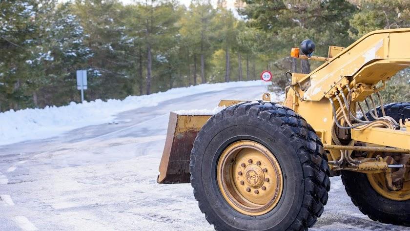 Las carreteras de la provincia, vestidas de blanco por la nieve.