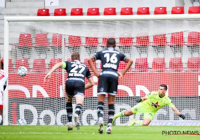 "Referee Department na goedkope strafschop in Zulte Waregem-Standard: ""Geen strafschop, wel VAR-interventie"""