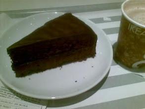 Photo: Merendando tarta de chocolate y barra libre de cafe en el ikea de sanse