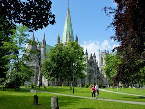 Photo: Der Nidarosdom in Trondheim ist seit 1814 die Krönungskirche Norwegens.