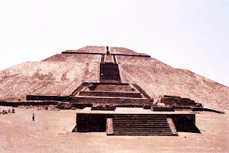 Photo: #008-Teotihuacan - La pyramide du soleil. Hauteur: 63m