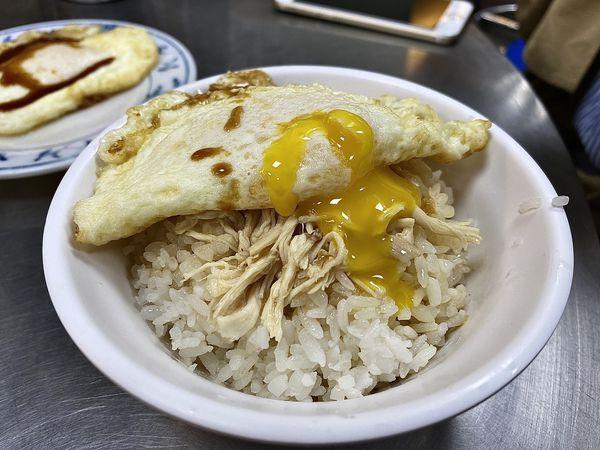 梁記雞肉飯 - 半熟蛋與雞肉飯的完美組合,木曜四超玩合作店家,台北中山小吃推薦