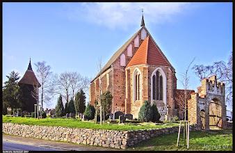Photo: Dorfkirche Bentwisch aus dem 14. Jahrhundert, Förderverein Dorfkirche Bentwisch e.V.   Stralsunder Str. 23  18182 Bentwisch  Tel.: Herr Kaiser 0381 681501