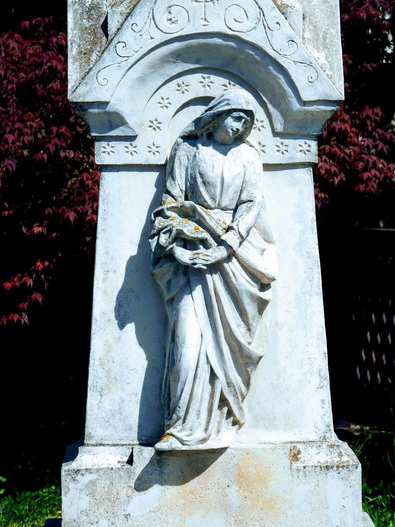 Szombathely - feszület Mária-szoborral Herényben