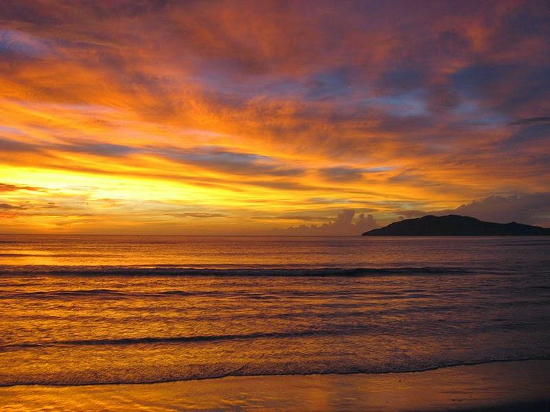 Волшебный закат на берегу Карибского моря