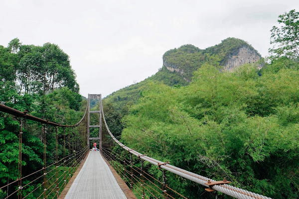 Visit the suspension bridge in Khao Phang