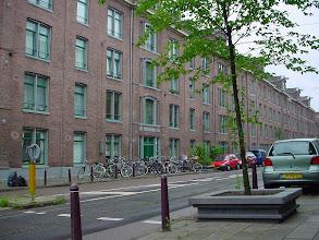 Photo: Het 'Planciusblok' uit 1854 was in Nederland het eerste grote blok etagewoningen (112 1-, 2- en 3-kamerwoningen) voor arbeiders