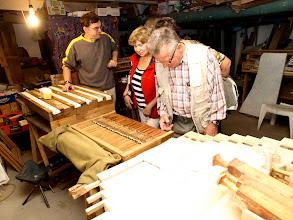 Photo: Zástupci občanského sdružení prohlížejí restaurované části  varhan zahrnuté do I etapy.